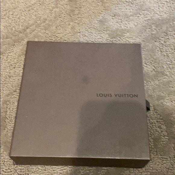 Louis Vuitton box 6 1/2x 6 1/2 1 1/2
